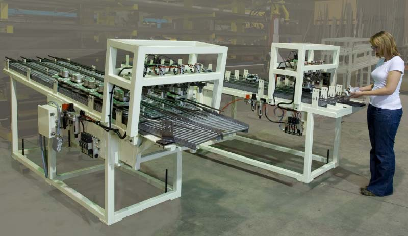 Semi-automated gravity conveyor for brake calipers. Gates determine the flow of calipers at the exit, electrically-controlled.