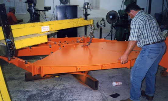 Construction of a heavy turntable to be installed flush with the floor